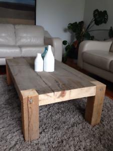 Table de salon en bois de grange et cedre