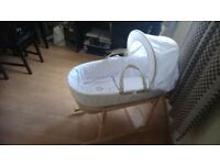 Moses basket + stand + bedding