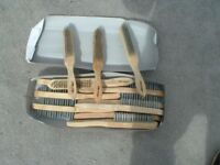 1 x box of 4 row wire brushes with wooden handles