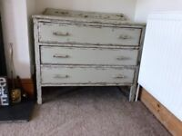 Chest of drawers. Painted, three drawers, very pretty and nice little ledge to top.