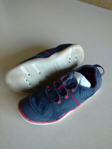 Like new Lands' End Water Shoes size 2 youth Navy/Red