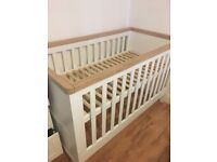 White cotbed excellent condition