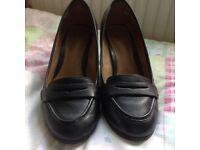 Clarkes black leather loafer 6