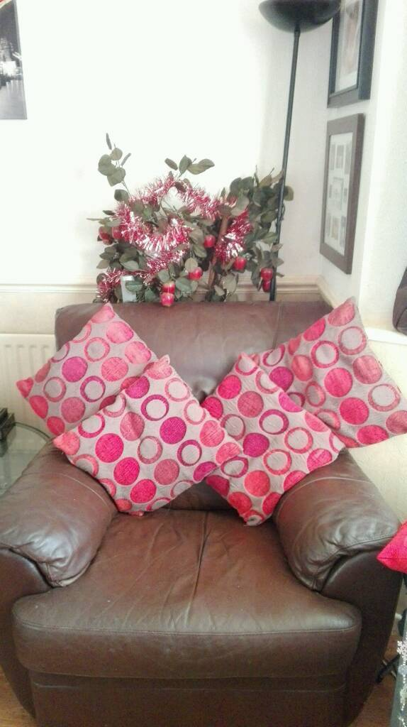 SET OF FOUR CUSHIONS
