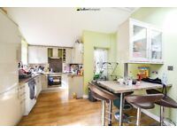 MODERN AND SPACIOUS 4 BEDROOM HOUSE WITH PRIVATE GARDEN VERY CLOSE TO WIMBLEDON PARK STATION!!