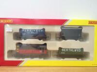R2669 Hornby OO Gauge Railroad Train pack