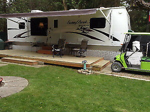 2012 -  30' Trailer - Sunnybrooke LX by Winnebago