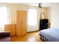 We are offering lovely double room in Charlton 125ppw.