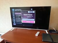 "40"" WHITE LG SMART 3D 4K UHD TV 4 MONTHS OLD CAN DELIVER"