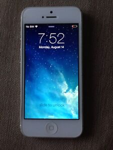 iPhone 5 - Rogers/Fido. Perfect condition.