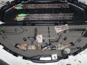 arc de chasse avec fleches pointe de chasse et étui