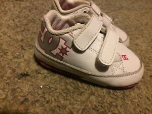 Girls size 4/5 DC Velcro shoes $10