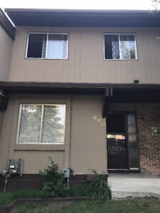 Beautiful 3 Bedrooms Townhouse in Awesome Location