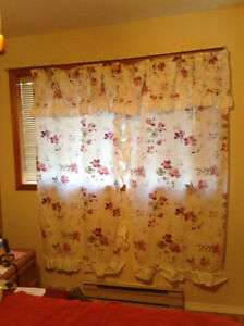 BURGUNDY FLORAL SHOWER CURTAIN