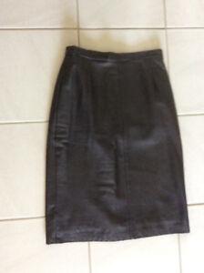 Jupe en cuir noire étroite doublée