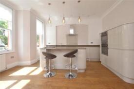 2 bedroom flat in Kings Avenue, Muswell Hill, London, N10