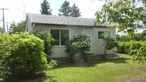 Great Starter Home With Garage For Sale in The Pas
