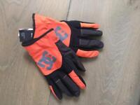 DC Gloves Medium