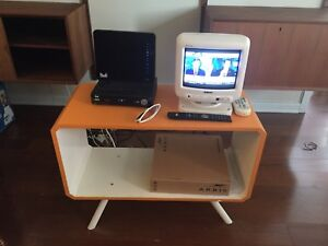 Tv 9 inches and table