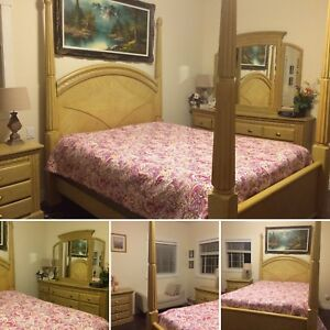 SOLD! Beautiful Queen bedroom set