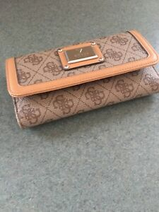 GUESS Ladies Wallet Brand New