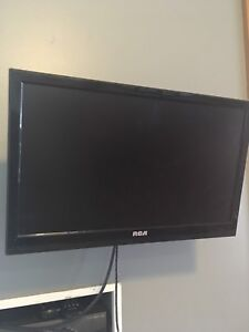 """17"""" RCA TV with wall mount"""