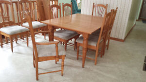 Beautiful oak table in excellent condition