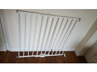 2 x Lindam baby gates extendable. strew fittings supplied.