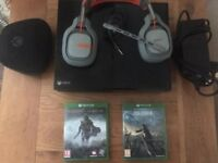 Xbox One 500GB + Headset And Controller