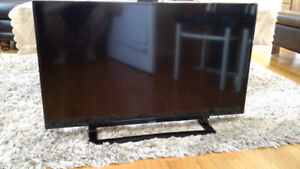 """Toshiba TV 40"""" in Mint Condition"""
