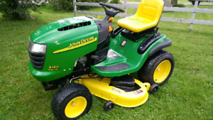 JOHN DEERE L120 LAWN TRACTOR*LIKE NEW CONDITION*