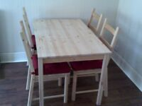 Beautiful wood DINING TABLE & CHAIRS, excellent condition