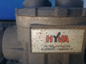 Hyva side mounted oil tank