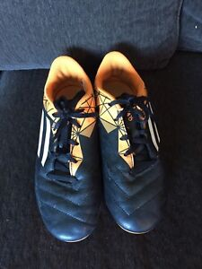 Boys Adidas Soccer Cleats Size 5 Shoes