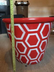 Pot à fleur à motifs rouge/blanc 18''