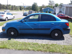 2006 KIA RIO FOR SALE. WILL NOT START, NEEDS FUEL WORK DONE.