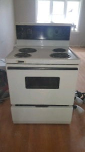 White Westinghouse stove/oven