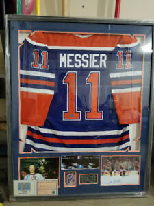 Genuine Signed and Framed Oilers Memorabilia (Messier Jersey)