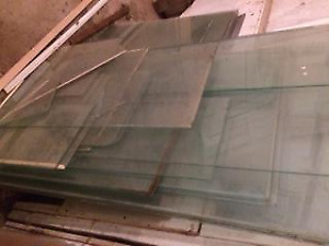 Approx 75 pieces of single pane glass.