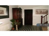 4 bedroom house in Grosvenor Road, Newcastle Under Lyme, ST5 (4 bed)