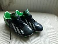 Adidas F10 football boots. Size 5