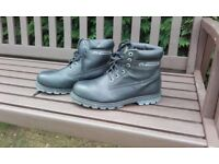 TOE SAFETY TECTOR BOOTS SIZE 10