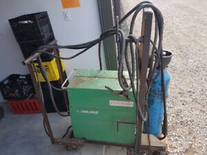 Mig welder 220 v  250amp on cart