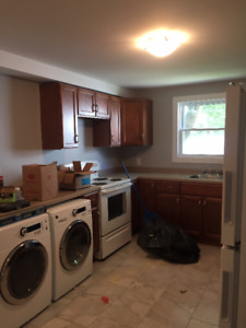 ALL UTILITIES INCLUDED RENOVATED 3 BR CLOSE TO QUINPOOL & DWNTWN
