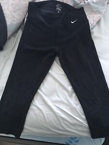 Nike Dry Fit Crops (M)