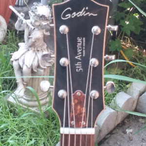 Godin 5th Avenue ...New... Mahogany Wood..