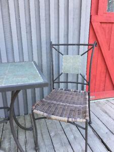 Ensemble de table et 2 chaises