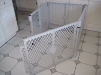Pet play pen, sleeping area or fence made from weather resistant plastic