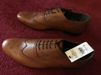 Leather Brouge man shoes in Tan