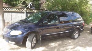 2003 Chrysler Town & Country Minivan, Van
